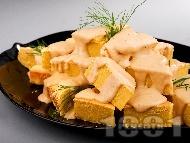 Рецепта Солен чеснов кейк (кекс) с царевично брашно, сирене чедър и яйца (със сода за хляб)